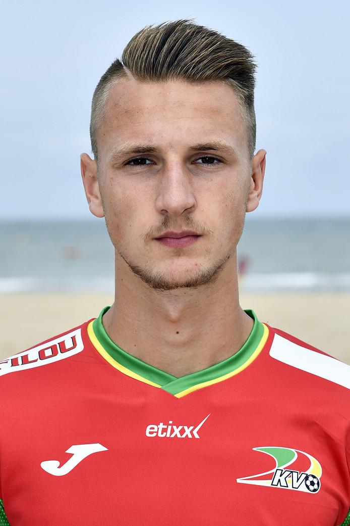 Siebe Van Der Heyden in het shirt van KV Oosteinde.