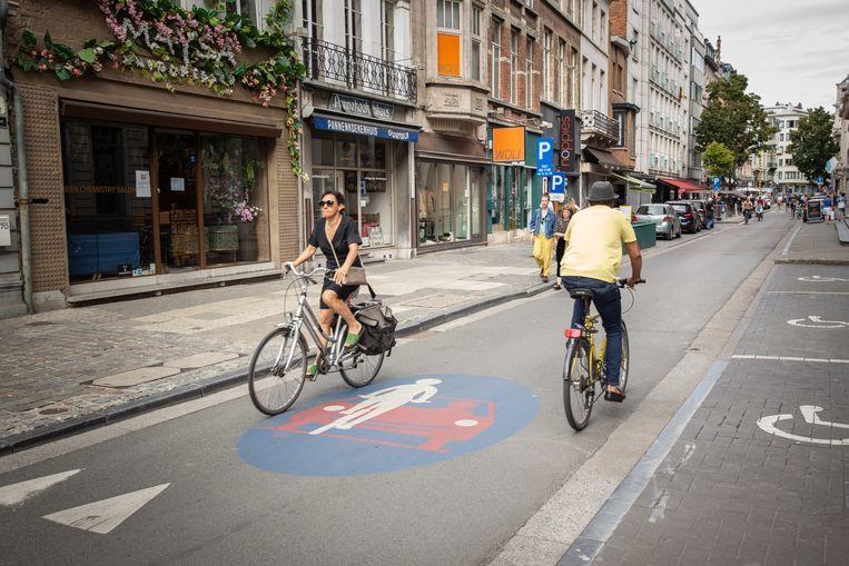 De Volderstraat was al een fietsstraat, maar krijgt nu een rode toplaag
