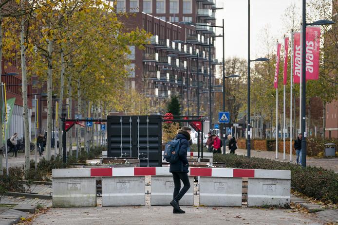 Nederland,  Den Bosch, wegafsluiting Onderwijsboulevard