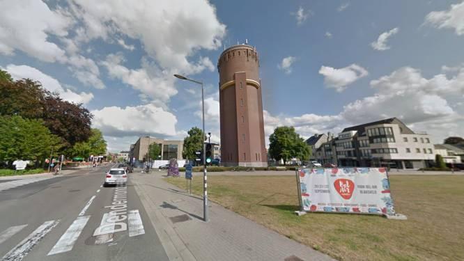 Motorrijder raakt lichtgewond bij ongeval aan watertoren