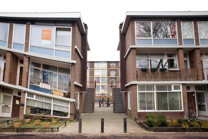 Gerenoveerde sociale huurwoningen aan de Robijnhof in de Utrechtse wijk Hoograven.