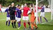 Nederlandse voetbalderby ontaardt in massale knokpartij mét 'flying kick'