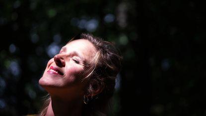 """Op wandel met Tine Embrechts: """"Ik ben niet gemaakt om fulltime mama te zijn"""""""