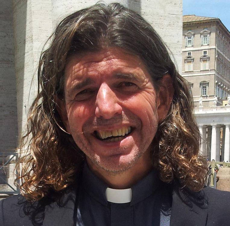 Priester Pierre Valkering. Beeld Foto: Pauline Valkenet