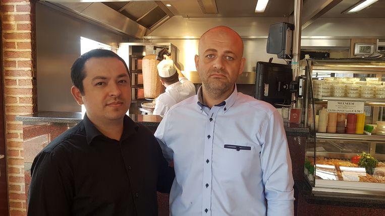 Medewerker Yakup Iliksiz en kok Mehmet, die aanwezig was op het moment van de aanslag.