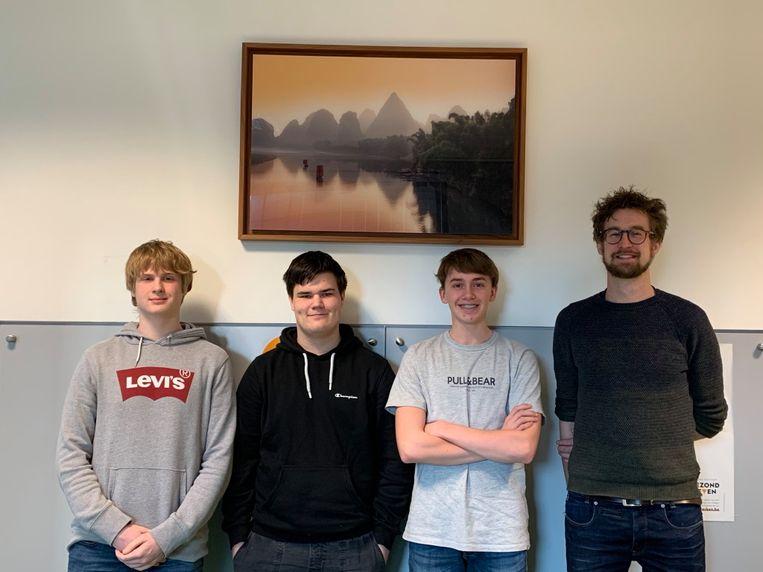 Het College  - CLIL - leerlingen Tibo Vander Elst, Sam Quackels, Loïc Claeskens en coördinator Bert Zurings