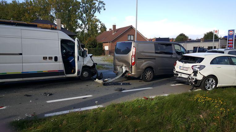 Bij het ongeval op de N8 waren vier wagens betrokken