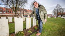 """Commonwealth War Graves Commission: """"Onderhoud is meer dan zomaar gras maaien. Zo moet het gras precies 81,3 centimeter lager liggen dan de top van de grafsteen"""""""