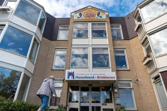 Twee bewoners van Brinkhoven in Heerde zijn besmet geraakt  met het coronavirus.