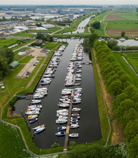 Zorgen en vragen over aanleg nieuwe containerhaven in Waalwijk; 'Er komt maar één schip per dag'
