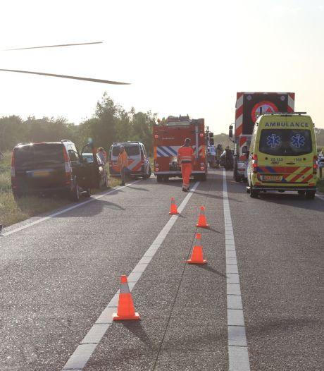 Vijf gewonden bij ongeluk met meerdere auto's in Beek en Donk, hulpdiensten rukken massaal uit