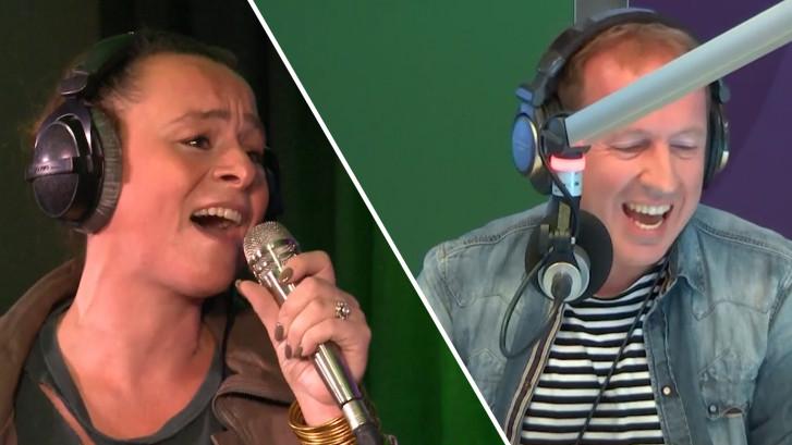 Evers zingt emotioneel duet met Trijntje