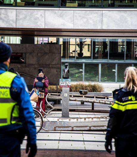 Eén aanhouding bij 'koffiedrinkactie' tegen coronamaatregelen in Arnhem