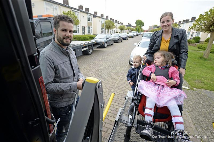 Eva heeft haar eigen rolstoelbus