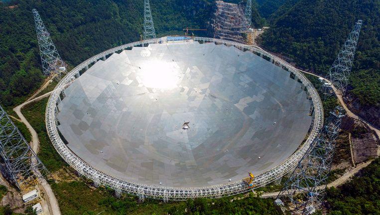De Five hundred meter Aperture Spherical Telescope gezien vanuit de lucht Beeld null