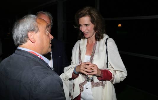 Regisseur Luc Stevens praat met prinses Esmeralda.