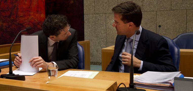 Minister van Financiën Jeroen Dijsselbloem met minister-president Mark Rutte tijdens het debat over de EU-top Beeld null
