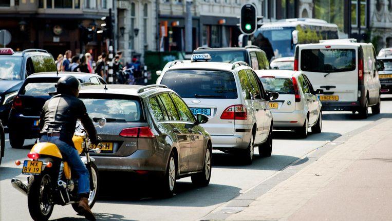 Auto's zijn volgens Transport & Environment de belangrijkste bron van fijnstof in steden tijdens de zomermaanden. Beeld ANP