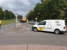 Weg afgesloten door oliespoor in Enschede