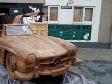 Deze man liet een Mercedes bouwen van hout
