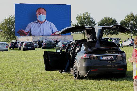 Ook de veiligheidsinstructies kwamen net voor de film op het grote scherm.