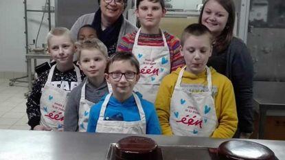 Kinderen De Brug aan de slag in bakkerij