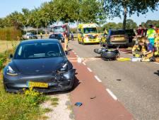 Motorrijder gewond na botsing met twee auto's in Roosendaal