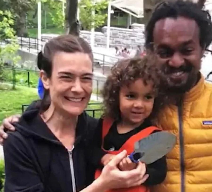Jennifer Schlecht et Yonathan Tedla avec leur fille au temps du bonheur.