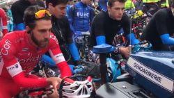 VIDEO: Beklijvende minuut stilte voor Goolaerts in eerste koers na Parijs-Roubaix