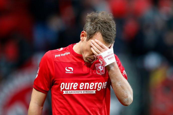 Wout Brama kwam vrijdagavond handen en voeten tekort om alle gaten bij FC Twente te dichten.
