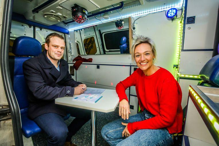 Ruben Van Leeuwe interviewt sollicitante Sofie De Geyter.