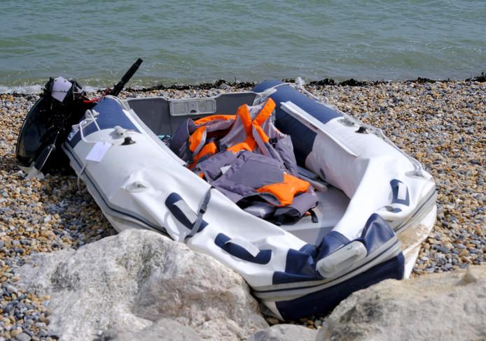 Een bootje gebruikt door migranten bij de oversteek.