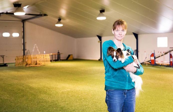 Jacqueline van Vlimmeren heeft met partner Jos plannen voor een hondensportcentrum aan Het Laag. foto Christian Keijsers