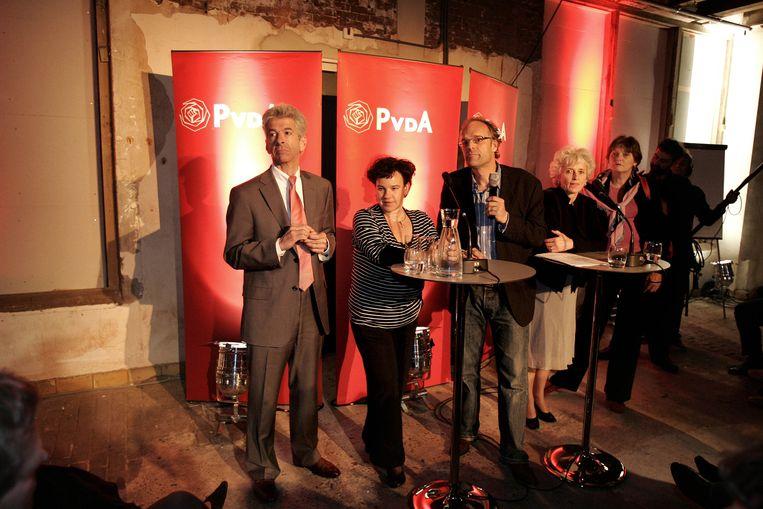 Niesco Dubbelboer (tweede van links) met bewindslieden van de PvdA in 2009 Beeld null