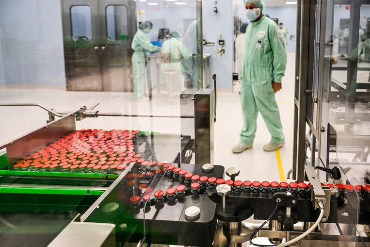 In Anagni, Italië wordt de productie van het Oxfordvaccin tegen corona alvast voorbereid.   Beeld Vincenzo Pinto / AFP