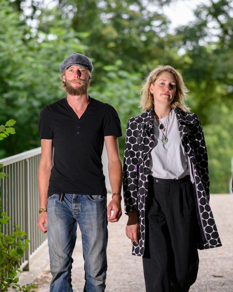 Oud-bewoner Adriaan Spronk van landgoed Oergoed en diens ex-vriendin Ingmar Tensen. Beeld Els Zweerink