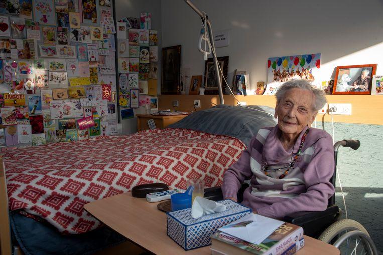 Elza Roels viert op 1 december haar 106de verjaardag en kreeg al honderden kaartjes met wensen.