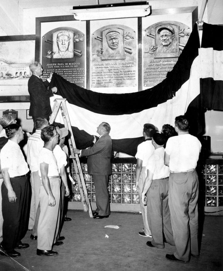 Eerbetoon in een ver verleden aan negen spelers van de New York Yankees onder wie Joe DiMaggio, Babe Ruth en Lou Gehrig.  Beeld Getty Images