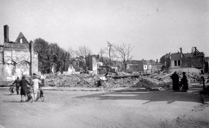 Doetinchem 1945 na het bombardement in maart, foto's collectie Massink.