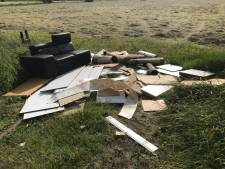 Gemeente Voorst zoekt 'vermiste' eigenaar  gedumpte spullen in Wilp