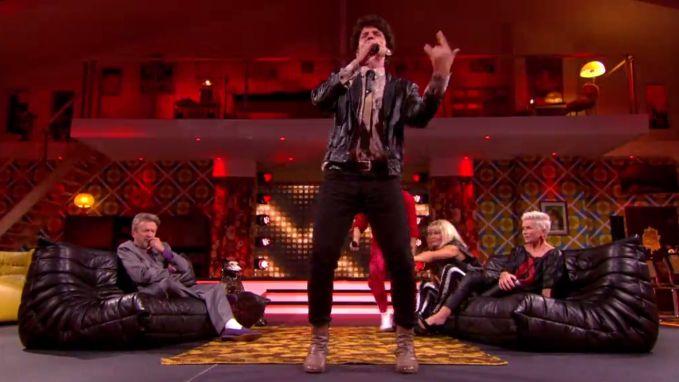 Koen Wouters rapt de volledigde tekst van 'Rapper's Delight' in 'Wat Een Jaar'