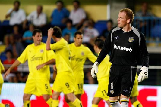 Jelle ten Rouwelaar gaat in de fout en ziet de Spanjaarden de 4-0 maken.
