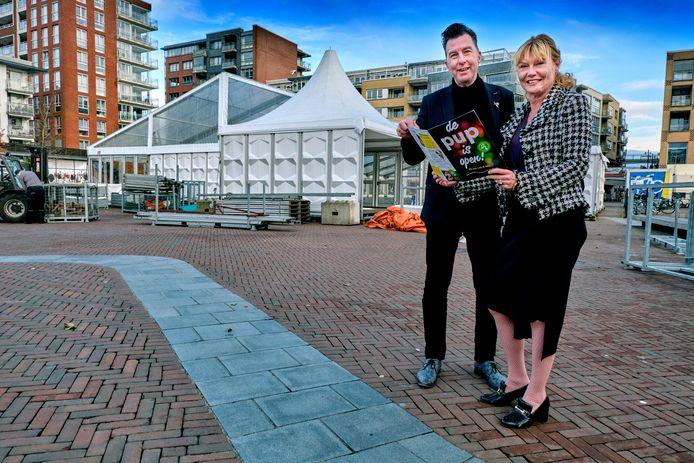 Wethouders Arno Janssen en Corine Verver zijn trots op de tweede editie van Pop Up Papendrecht, die draait op groene stroom en bestaat uit veel activiteiten.