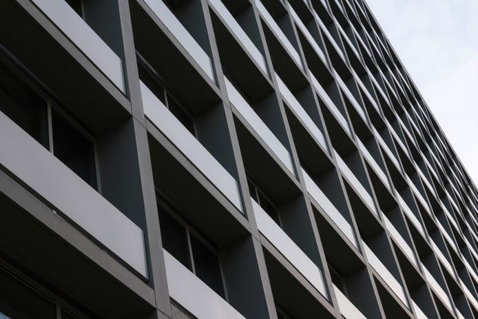 Er zijn niet genoeg appartementen van woningcorporaties om in de groeiende vraag te voorzien.