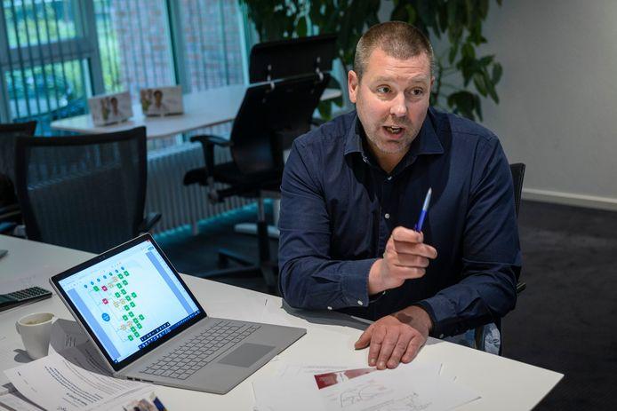"""Xander Schurink uit Losser zag zijn bedrijf in coronatijd groeien als kool. """"We hadden een paar maanden geleden nog 30 werknemers, nu 104""""."""