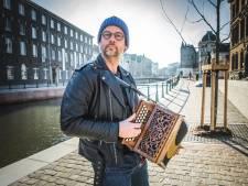 """Volkszanger en cabaretier Wim Claeys bestolen: """"Geef mijn muziekgerief terug!"""""""