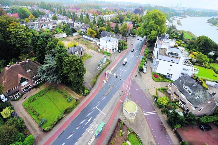 Het terrein aan de Utrechtseweg in Arnhem (linksboven) waar de nieuwe supermarkt is gepland.