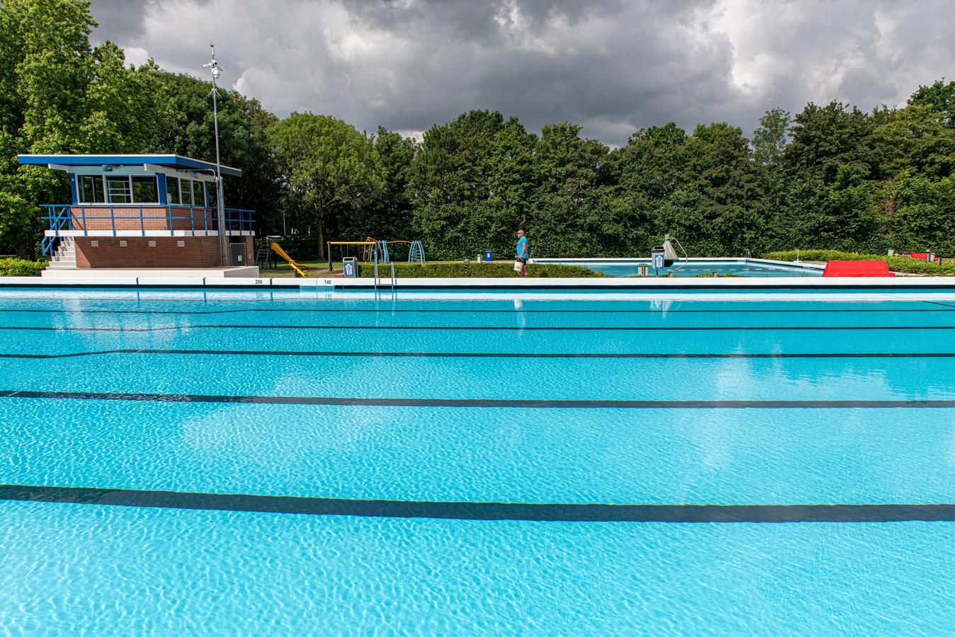 Robin Nagelkerke werkt bij zwembad 't Plaatje in Axel.