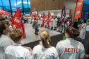 Bij de vorige zondagsdienst liepen de vroege bezoekers van het ziekenhuis door een haag van actievoerende medewerkers van het Amphia.