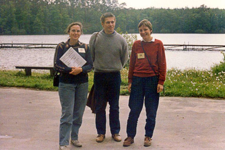 Angela Merkel (rechts)op een universitaire zomerschool voor scheikunde in Polen. Beeld AFP